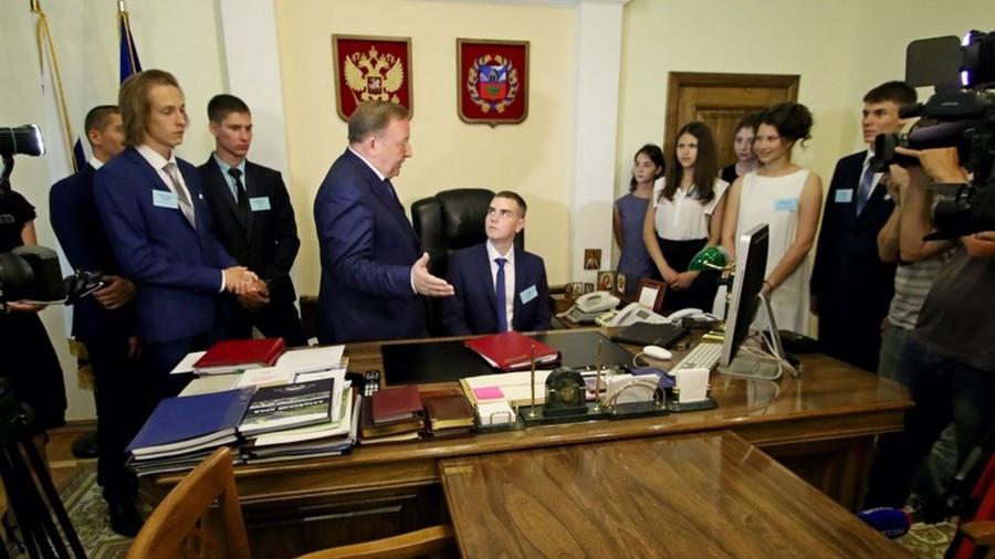 В кабинете у губернатора