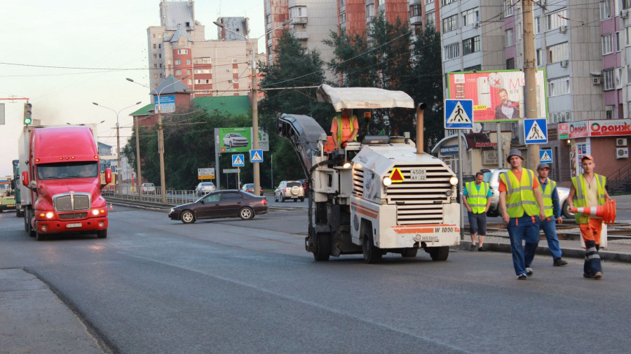 Даниил Бессарабов проверил ход ремонта дороги