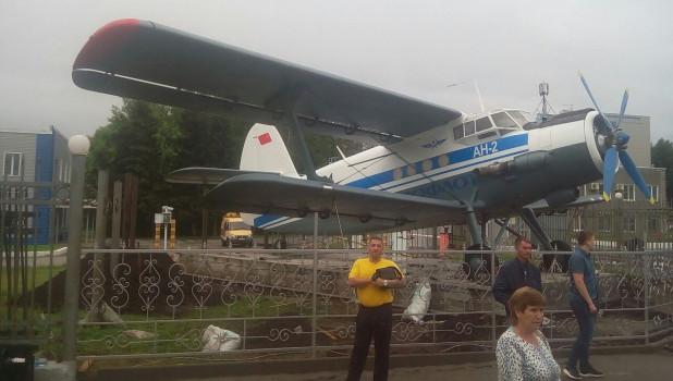 Самолет Ан-2 в аэропорту Барнаула.