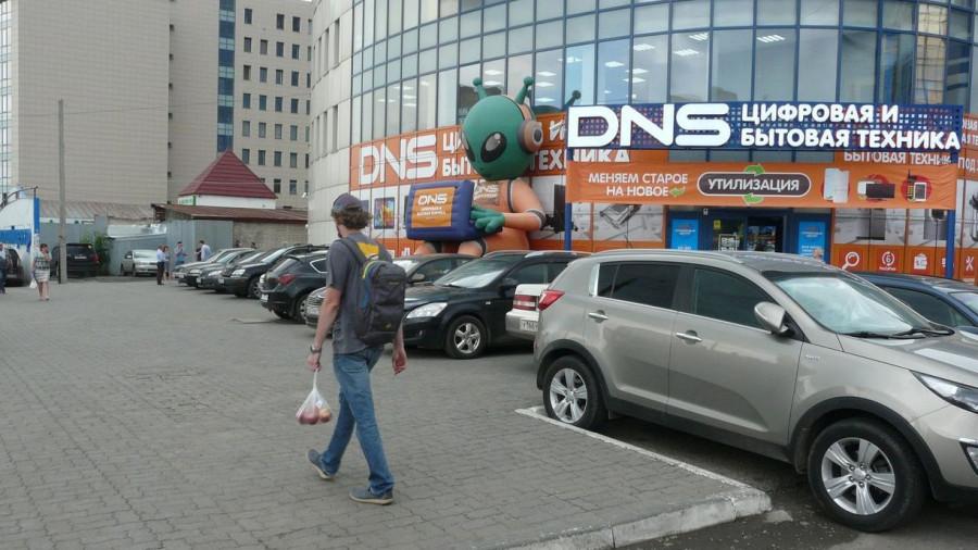 Как паркуются на проспекте Красноармейском в Барнауле. 5 июля 2017 года.