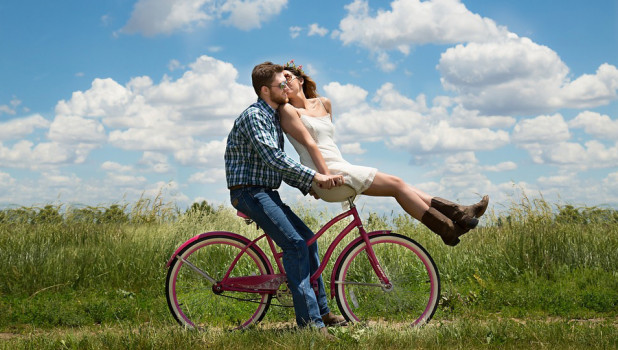 Счастье. Пара. Велосипед.