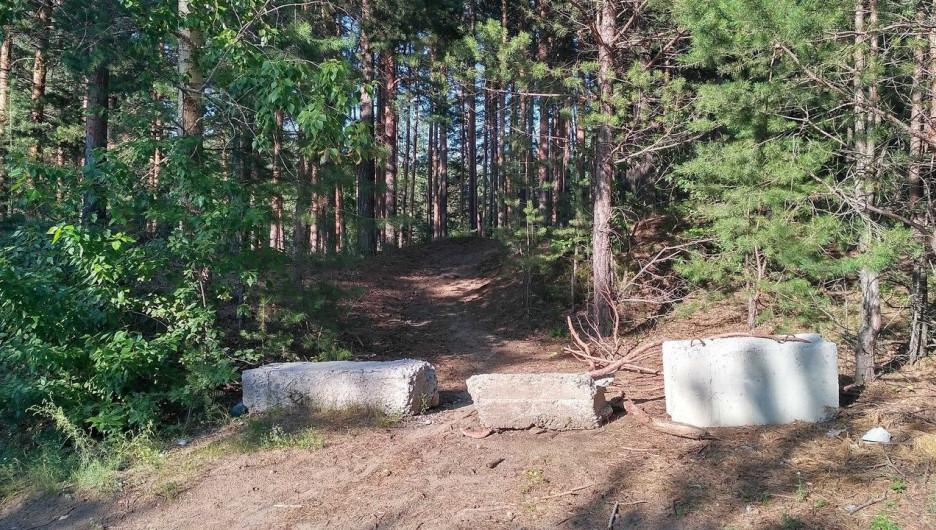 В Бийске загородили проезды в лес в районе АБ.