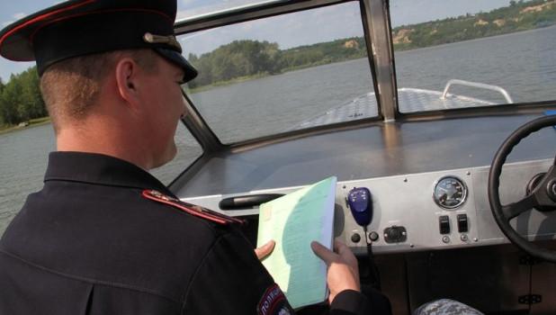 Полиция на катерах.