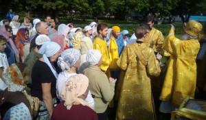 Богослужение на месте разрушенного Петропавловского собора (ныне площадь Свободы)