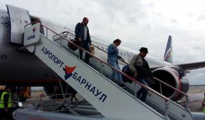 В барнаульском аэропорту встретили почетных гостей Шукшинского фестиваля.