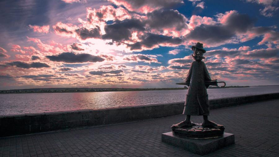 Памятник Чехову в Томске.