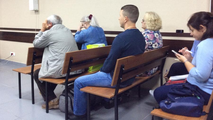 Татьяна Денисова с родственниками в зале суда.