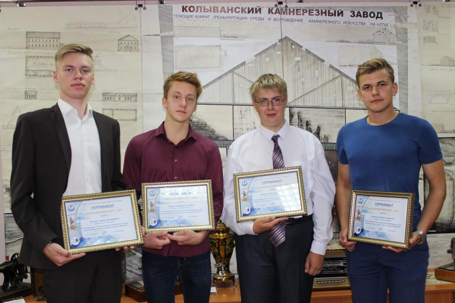"""В АлтГТУ им. И.И. Ползунова чествовали """"золотых"""" абитуриентов."""