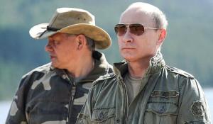 Владимир Путин во время рыбалки в Республике Тыва с министром обороны Сергеем Шойгу.