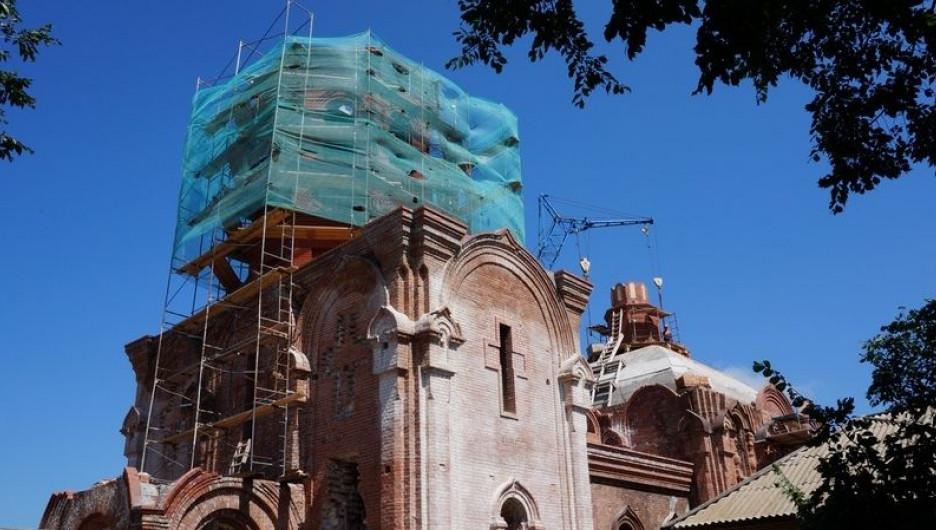 В Курье реставрируют старую церковь.