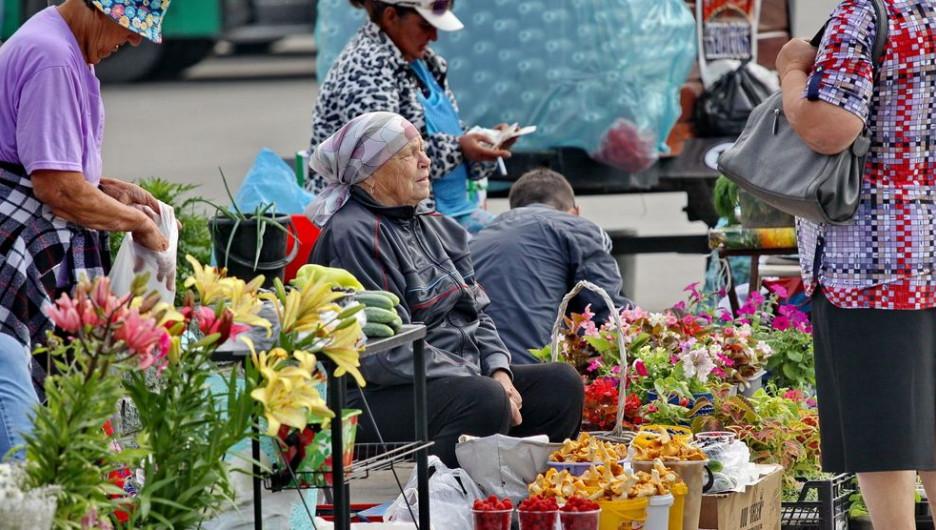 Пенсионеры. Уровень жизни. Уличная торговля.