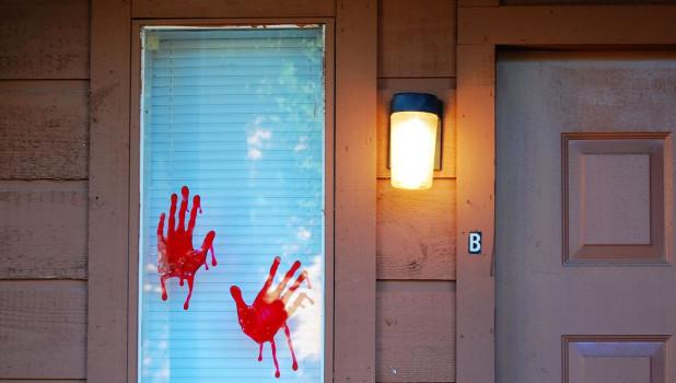 Кровавые следы. Насилие.
