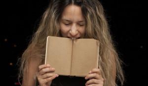 Женщина и книга. Образование.