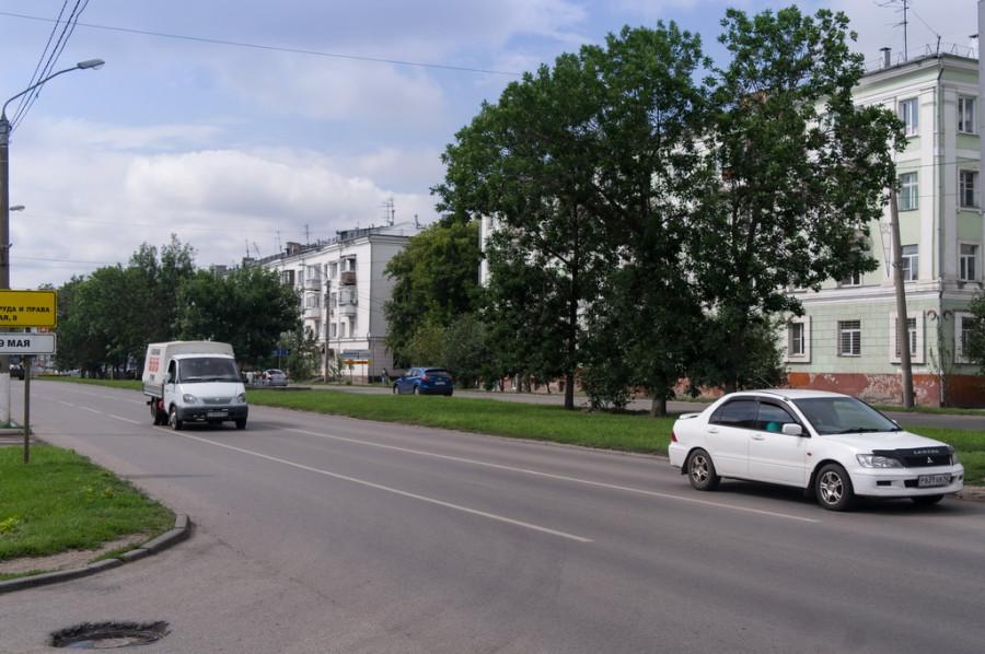 пр-кт Калинина, от Сизова до пл.Октября. Вместо 44 спиленных деревьев здесь высадят 90 новых.