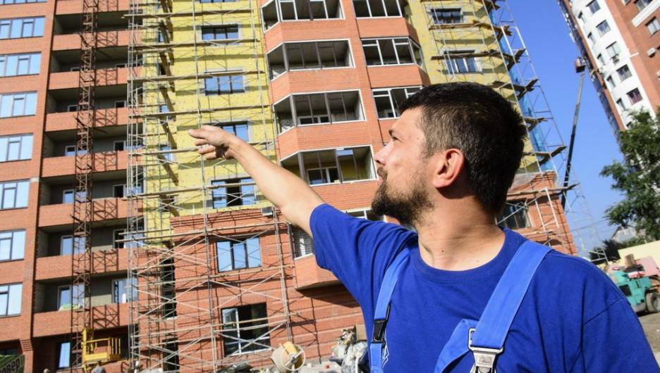Фотофакты. Как работают люди, прорубающие окно в Барнаул будущего.