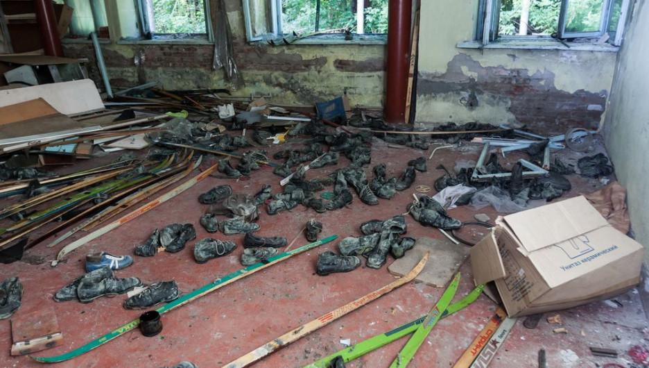 """В Барнауле грабят бывшую собственность """"Изумрудной страны"""""""