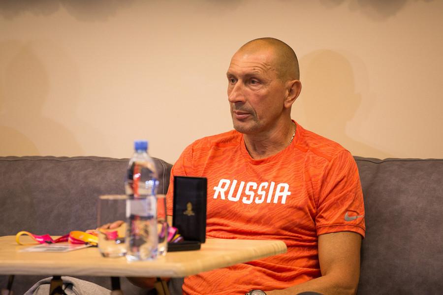 Сергей Шубенков и его тренер Сергей Клевцов провели пресс-конференцию для журналистов и болельщиков