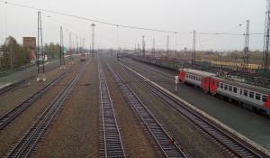 Железнодорожный вокзал, рельсы.