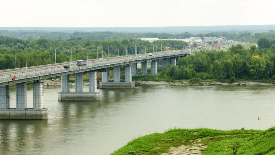 Новый мост и вид на правый берег Оби.