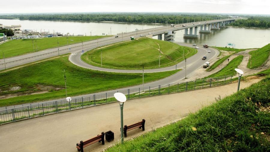 Автомобили в Барнауле. Вид на правый берег Оби с Нагорного парка.