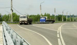 Автомобили в Барнауле. Грузовик у весового контроля.