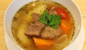 Собственно, Шурпа - это три отдельных блюда: наваристый ароматный бульон, нежное хорошо приготовленное мясо и овощи.