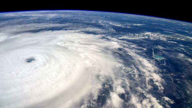 Ураган, вид из космоса.