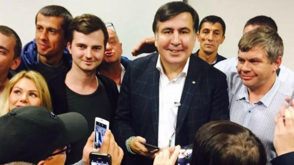 Михаил Саакашвили и его сторонники.