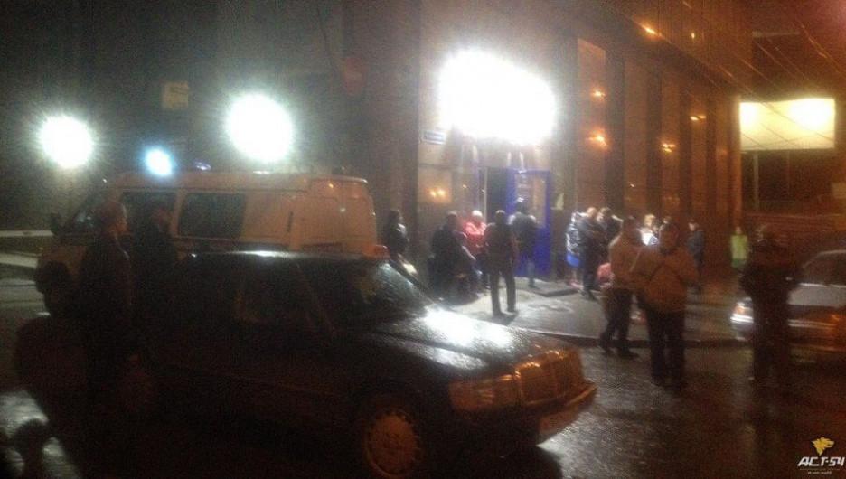 В Новосибирске из-за телефонных террористов эвакуировали людей из автовокзала, гостиницы и клуба. 12 сентября 2017 года.
