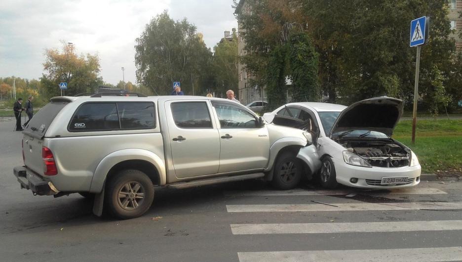 ДТП на улице Георгия Исакова. 18 сентября 2017 года.