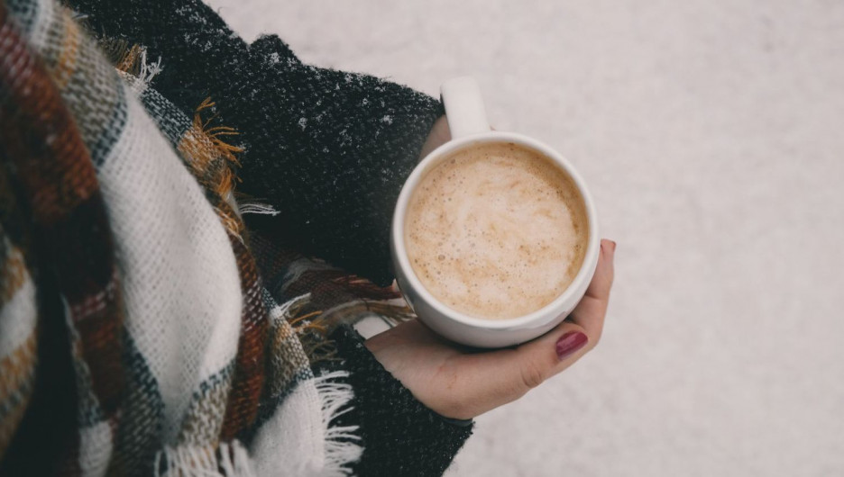Зима снежная. Горячий кофе.