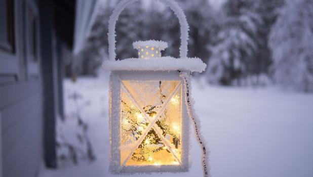 Фонарь в снегу. Зима.