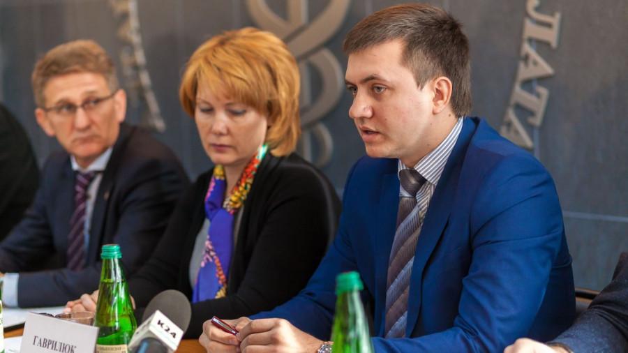 Гаврилюк Анатолий (справа).