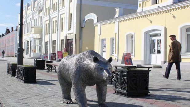 """Медведь на """"Барнаульском Арбате""""."""
