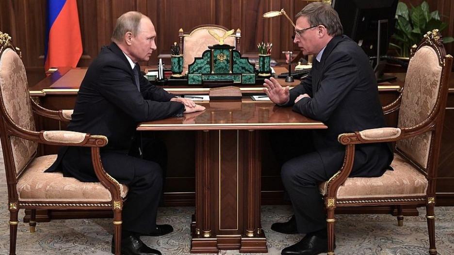 Владимир Путин и врио губернатора Омской области Александр Бурков.