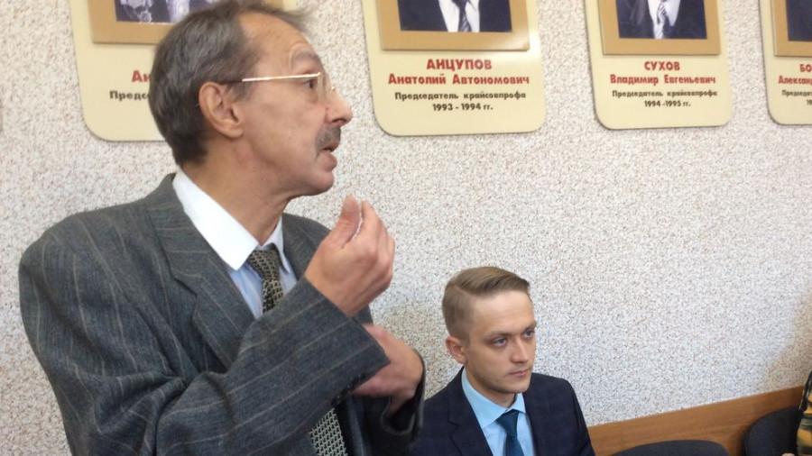Барнаулец Юрий Рейник и не думал продавать квартиру. Он взял взаймы всего 10 тыс. рублей, а после этого его попытались выселить.