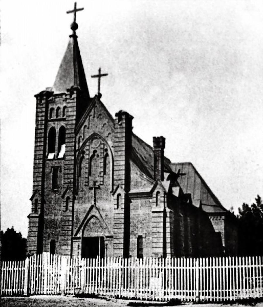 Римско-католический костел (1913-1931гг.), в 1936г. частично разрушен, впоследствии аптека №4 (пр.Ленина, 44)