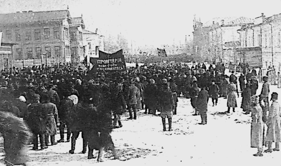 Митинг у Народного дома на ул.Петропавловской (с 1921г. - ул.Республики), 1917г.