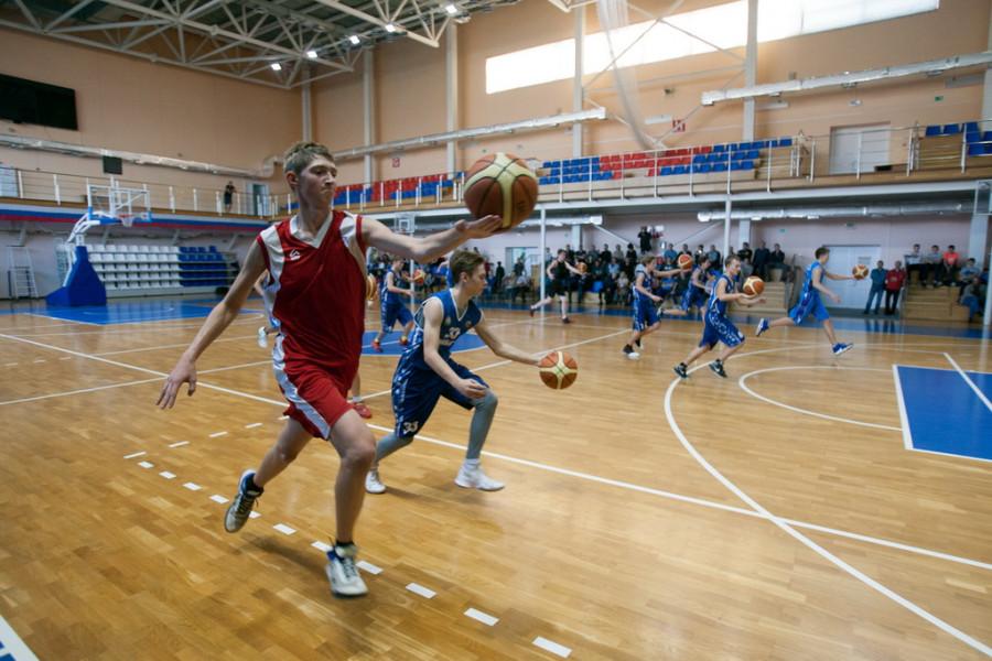 Заслуженный тренер по баскетболу Евгений Гомельский провел в Барнауле мастер-класс
