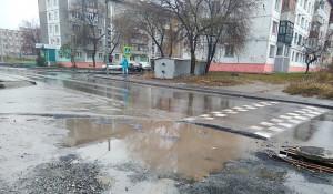 В Бийске на отремонтированной улице Шевченко стоят лужи. 22 октября 2017 года.