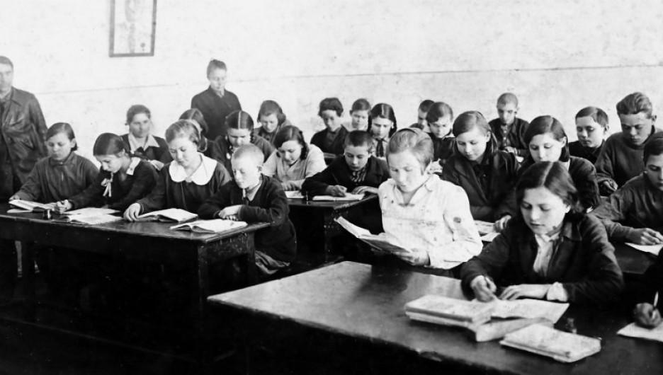 На уроке в школе №22, 1934 г.