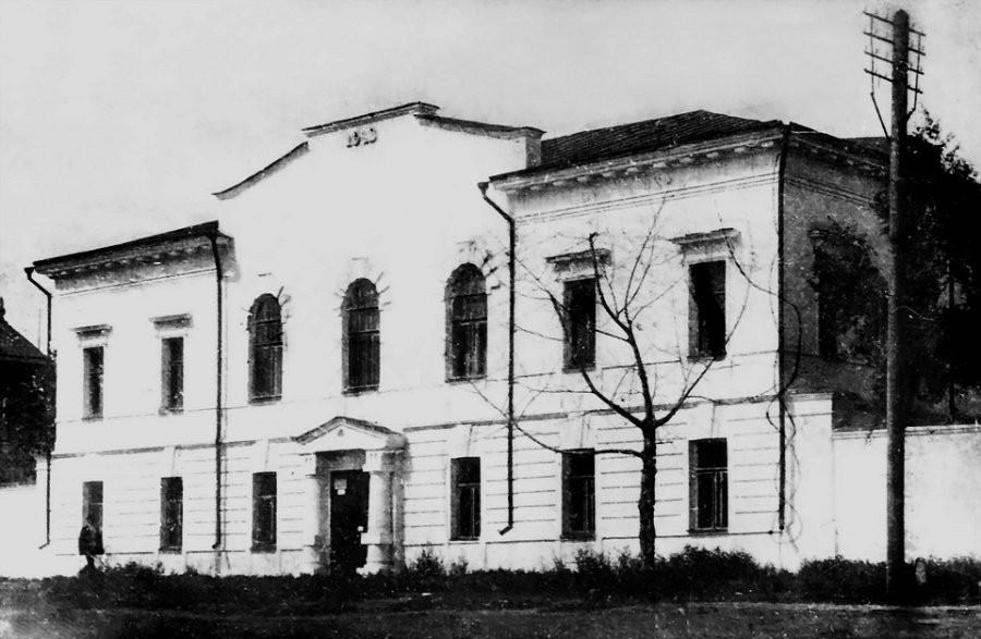 Краеведческий музей, бывшая химическая лаборатория горного округа (ул.Ползунова, 46)