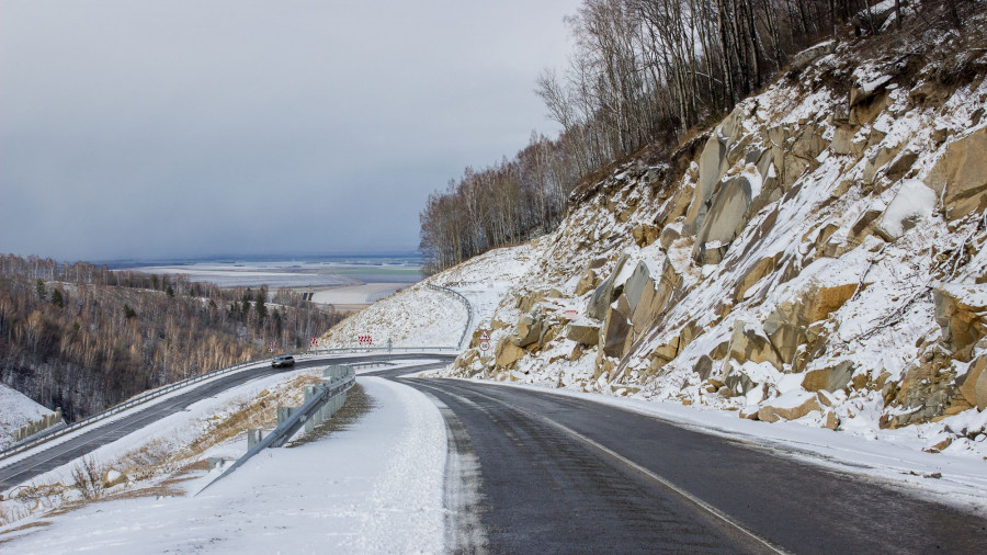 Дорога. Алтай. Зима.