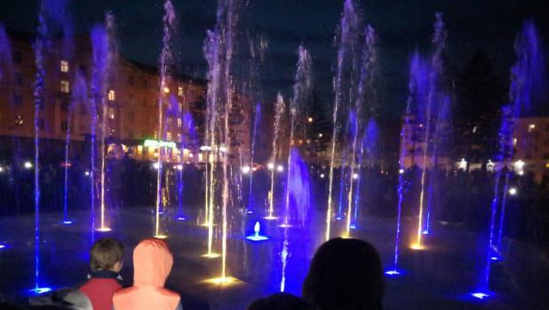 В Рубцовске запустили светомузыкальный фонтан.