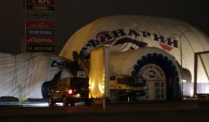 Ураган повалил шатер дельфинария в Барнауле.