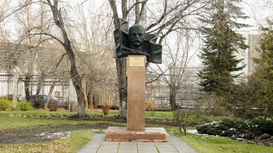 Памятник Матвею Цаплину в Барнауле.