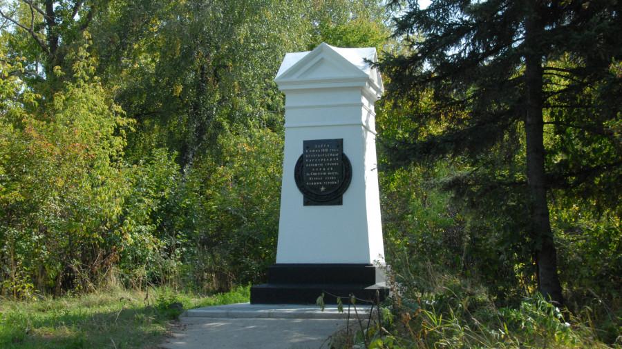 Нагорный парк. Памятник.