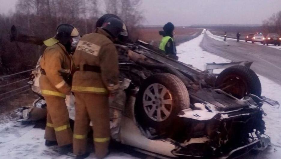 В ГИБДД рассказали подробности страшной аварии на алтайской трассе.