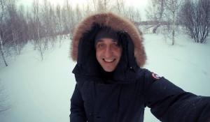Барнаульский бизнесмен делает стильные вещи из хлама с барахолки.