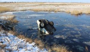 В Алтайском крае мужчина угнал иномарку и утопил ее в болоте.